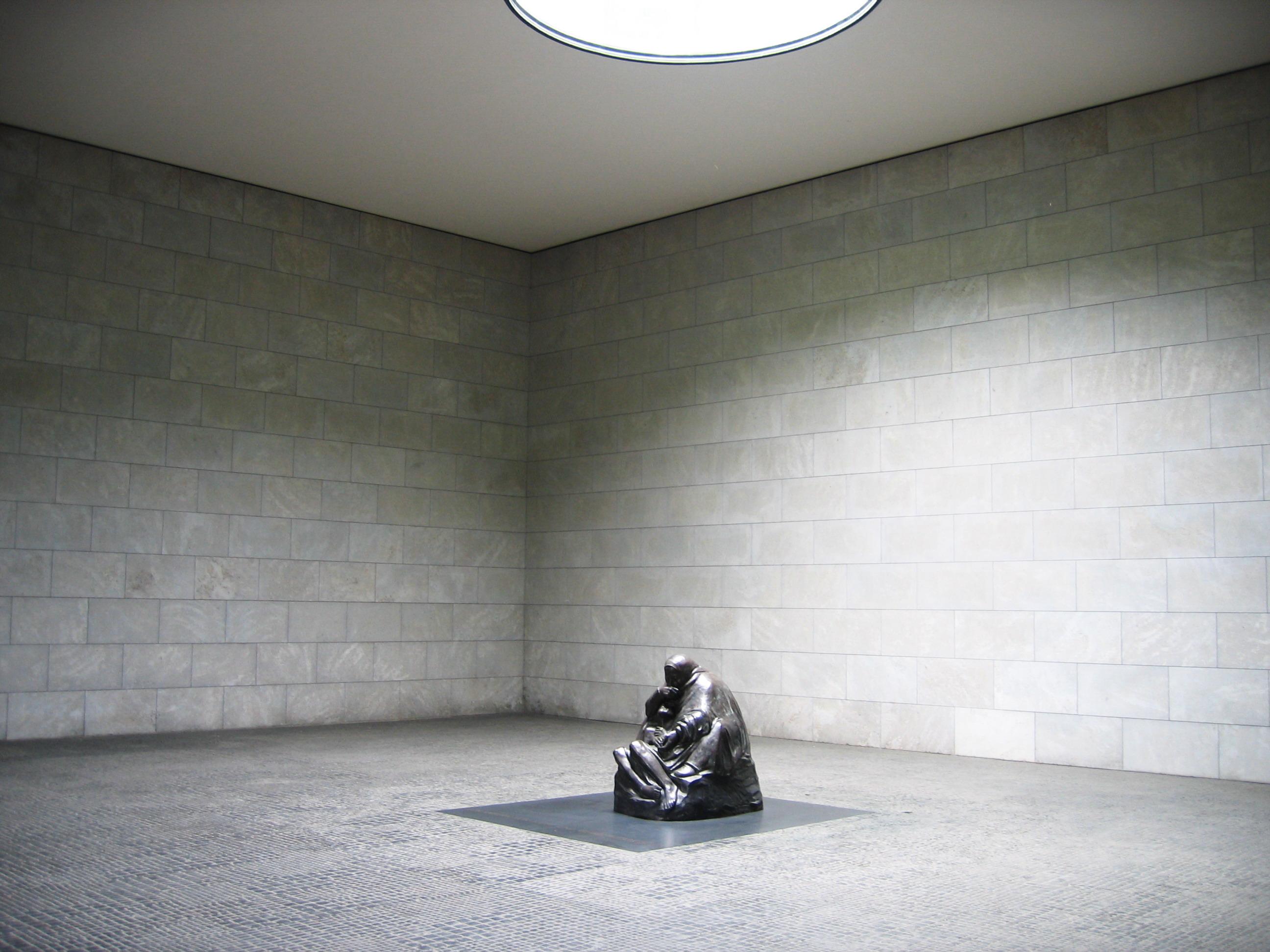 Berlin,_Neue_Wache,_interior_view,_2005